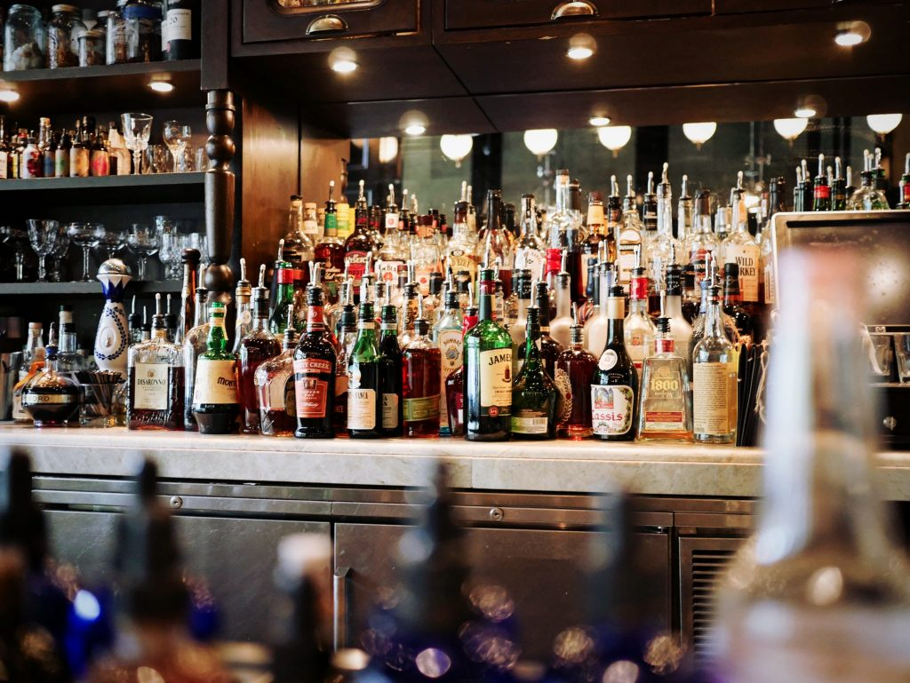 List of liquors and alcoholic drinks that every bar should offer